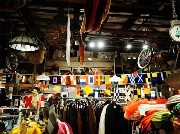 Các cửa hàng ThriftStore với rất nhiều món hàng cho bạn khám phá